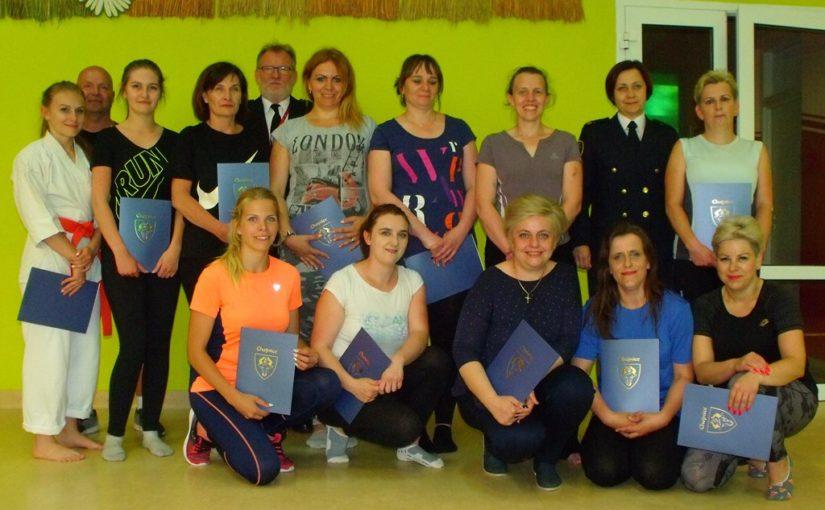 Kolejna grupa pań ukończyła kurs samoobrony.