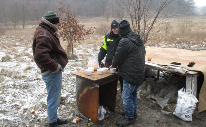 Ciepłe posiłki dla bezdomnych.