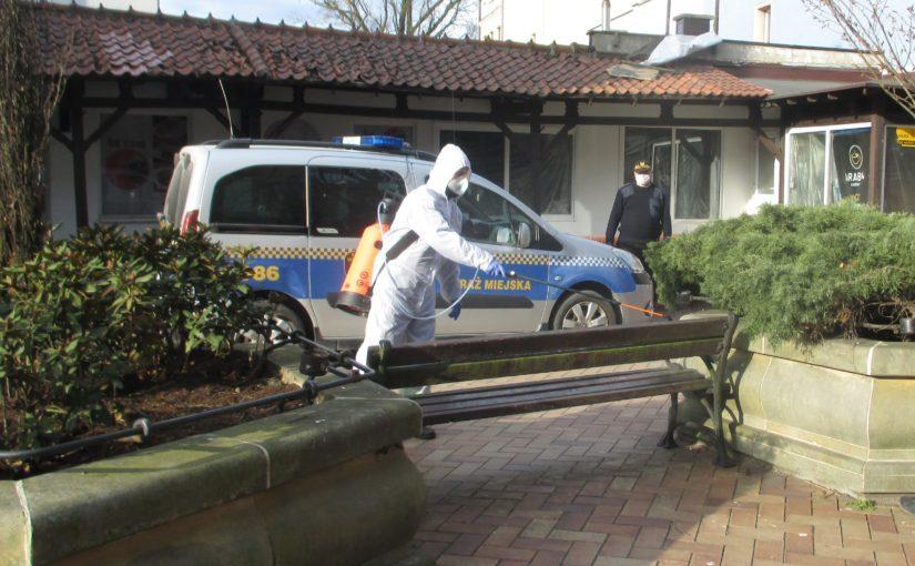 Kolejne rejony Chojnic są dezynfekowane.